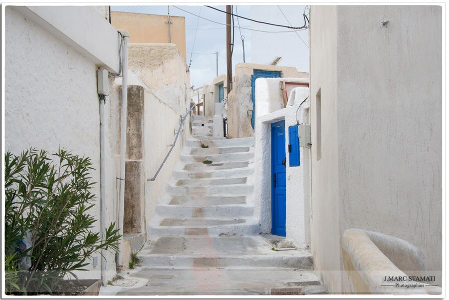 village Megalochori à Santorin. Photographe voyages Avignon