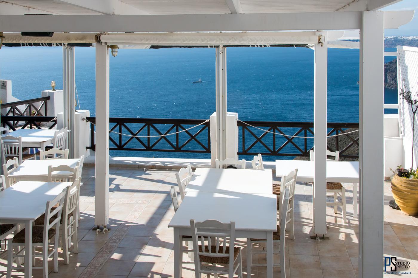 Terrasse de restaurant à Fira